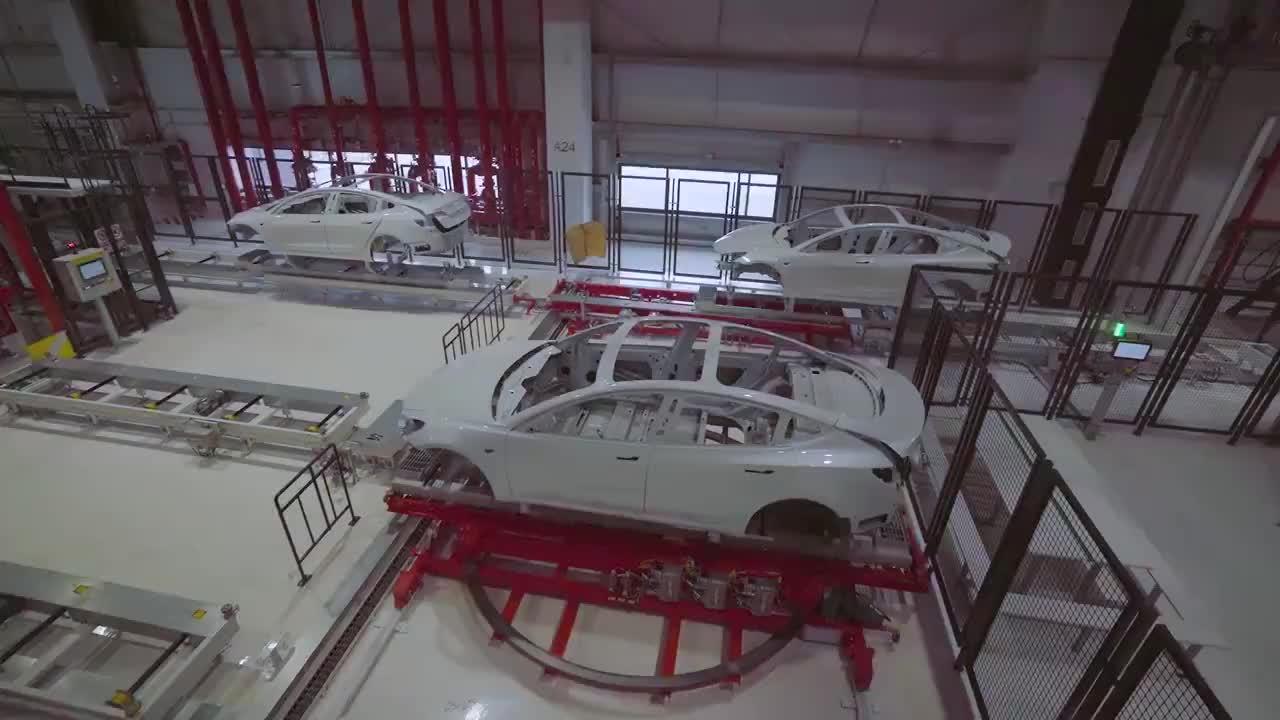 一段��l看懂特斯拉Model 3在上海超�工�S的生�a�^程,特斯拉官方�l布