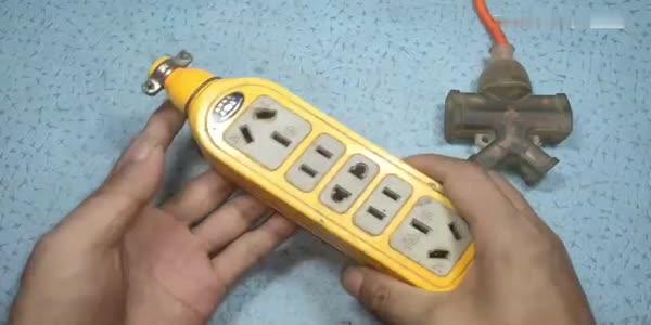 電工知識:用2個插頭偷連接插排,簡直拿生命開玩笑,家里千萬不要這樣做