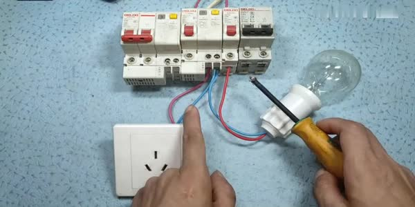电工知识:灯和插座为什么零线不能共用?吃透这2点,比你干2年电工学徒都强